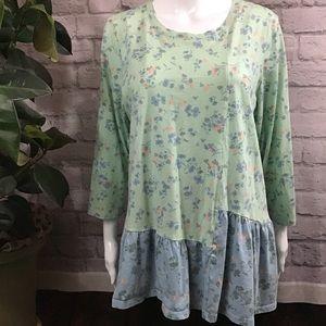 🍃LOGO green & blue floral ruffle hem soft XL top